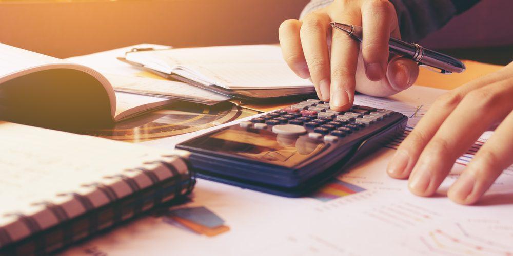 Como incluir o custo do seguro auto no seu orçamento mensal